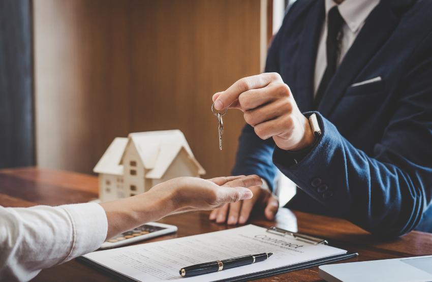 ingatlan vásárlás kéz kulcs szerződés